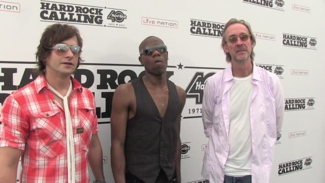 stockvideo's en b-roll-footage met mike and the mechanics on reaching out to newer audiences at festivals at the hard rock calling 2011 - day 3 at london england. - festivalganger