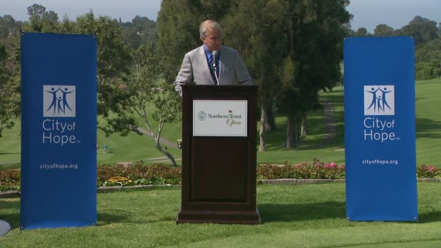vídeos de stock, filmes e b-roll de mike bone on the goal of the northern trust open at northern trust open selects city of hope as official charity speech mike bone on the goal of the... - evento da associação de golfistas profissionais