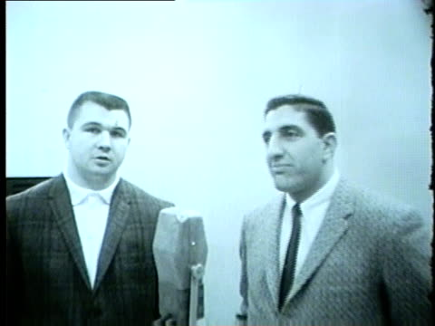 vidéos et rushes de mike ditka and other bears player with jack brickhouse in a radio studio in 1962. no audio. - nfc