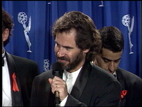 vídeos y material grabado en eventos de stock de mike dugan at the 1994 emmy awards press room at the pasadena civic auditorium in pasadena, california on september 11, 1994. - auditorio cívico de pasadena