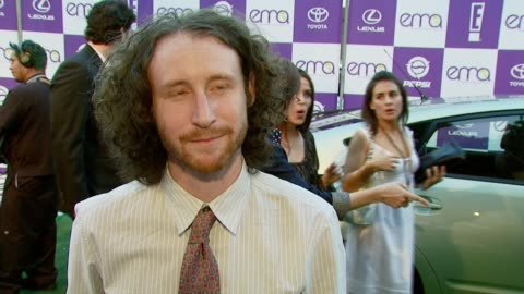 stockvideo's en b-roll-footage met mike einziger of incubus on attending the event and on how he is environmentally responsible at work at the 2007 ema awards at the wilshire ebell... - wilshire ebell theatre