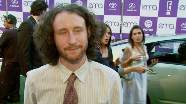 mike einziger of incubus on attending the event and on how he is environmentally responsible at work at the 2007 ema awards at the wilshire ebell... - wilshire ebell theatre stock videos & royalty-free footage