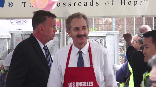 vídeos de stock e filmes b-roll de mike feuer at the los angeles mission easter event for the homeless in los angeles at celebrity sightings in los angeles on april 19, 2019 in los... - feuer