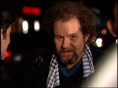 mike figgis at the 'a beautiful mind' premiere at academy of motion pictures arts sciences in los angeles california on december 13 2001 - 映画芸術科学協会点の映像素材/bロール