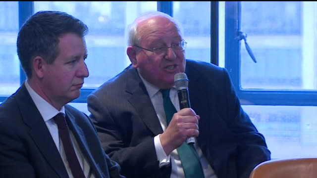 stockvideo's en b-roll-footage met mike gapes at labour split press conference explains why he is leaving the party and helping to form the independent group / change uk this is a... - labor partij