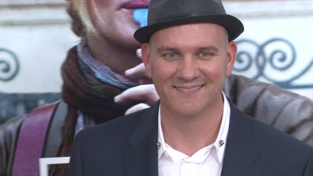 mike o'malley at the 'eat pray love' new york premiere at new york ny. - mike love stock videos & royalty-free footage