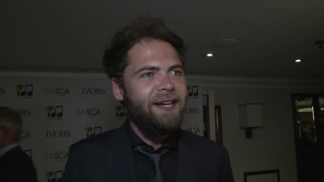 mike rosenberg on winning and acceptance speeches at the ivor novello awards 2014 at the grosvenor house hotel on may 22, 2014 in london, england. - passenger 個影片檔及 b 捲影像