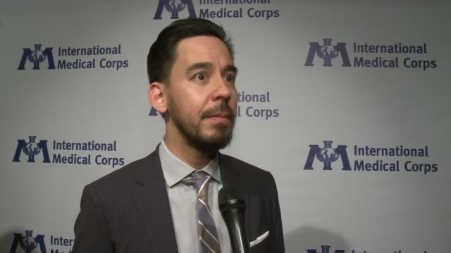 vídeos de stock, filmes e b-roll de interview mike shinoda of linkin park at the international medical corps annual awards celebration discussing the work of the organization and why... - linkin park