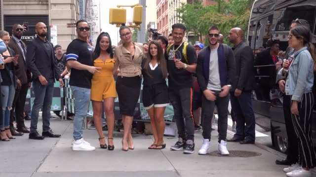 mike 'the situation' sorrentino, angelina pivarnick, jenni 'jwoww' farley, deena nicole cortese, paul 'pauly d' delvecchio & vinny guadagnino from... - リアリティー番組点の映像素材/bロール