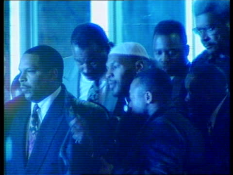 stockvideo's en b-roll-footage met b1645 usa indianapolis mike tyson rl with bodyguards and others including boxing promoter don king tms tyson along with entourage ms very tall... - afweren