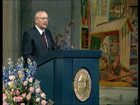 mikhail gorbachev's speech about perestroika and achievements of the soviet union since 1985 gorbachev thanks the audience for some award he received... - 改革点の映像素材/bロール