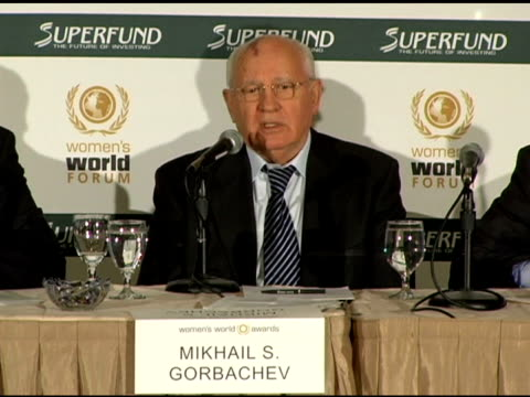 mikhail s gorbachev speaking at the women's world awards press conference in los angeles at the women's world awards press conference hosted by teri... - teri hatcher stock-videos und b-roll-filmmaterial