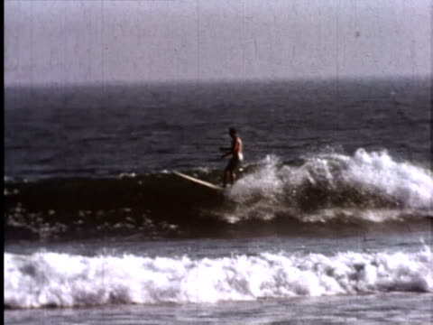 stockvideo's en b-roll-footage met miki dora surfing malibu - malibu