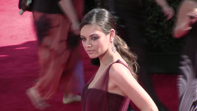mila kunis at the 61st annual primetime emmy awards arrivals part 3 at los angeles ca - annual primetime emmy awards stock-videos und b-roll-filmmaterial