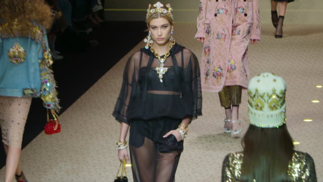 stockvideo's en b-roll-footage met runway milan fashion week a/w 2018 dolce gabbana on february 25 2018 in milan italy - week