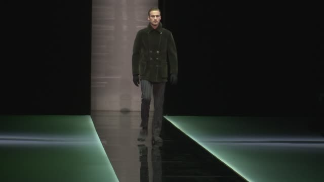 vídeos de stock, filmes e b-roll de milan men's fashion week aw13 giorgio armani on january 15 2013 in milan italy - giorgio armani marca de moda