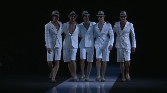 vídeos de stock, filmes e b-roll de milan men's s/s 2013 giorgio armani on june 26 2012 in milan italy - giorgio armani marca de moda