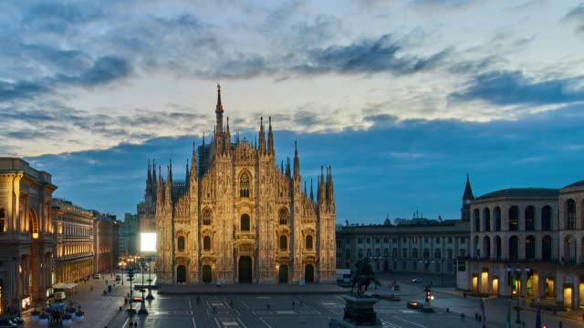 4k: milan piazza del duomo and duomo di milano, italy, dawn to sunrise time lapse - piazza del duomo milan stock videos and b-roll footage