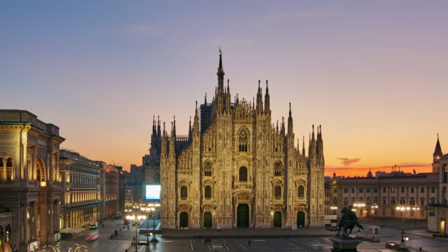 4k: milan piazza del duomo at night to day time lapse, milan, italy - piazza del duomo milan stock videos and b-roll footage