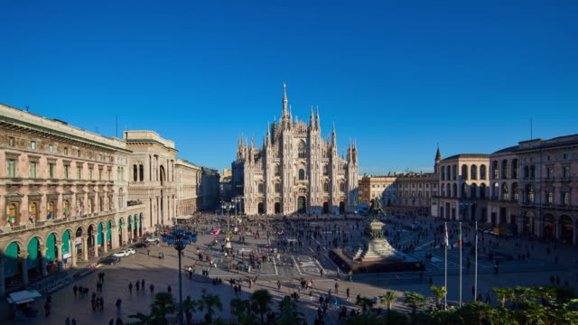 4k: milan piazza del duomo at sunny day, italy - soleggiato video stock e b–roll