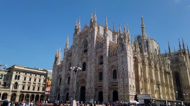 milan piazza del duomo - cattedrale video stock e b–roll