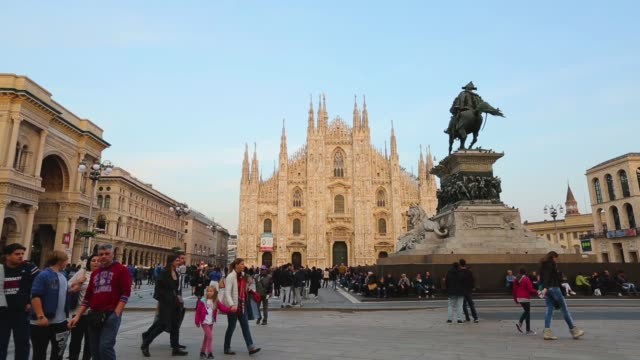 milano cathedral duomo center - cathedral stock videos & royalty-free footage