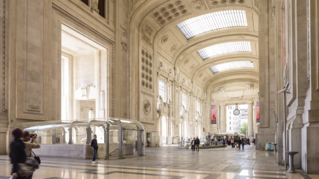 milano centrale railway station in milan, italy. - stazione video stock e b–roll