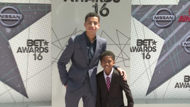 vídeos de stock e filmes b-roll de miles brown marcus scribner at 2016 bet awards in los angeles ca - bet awards