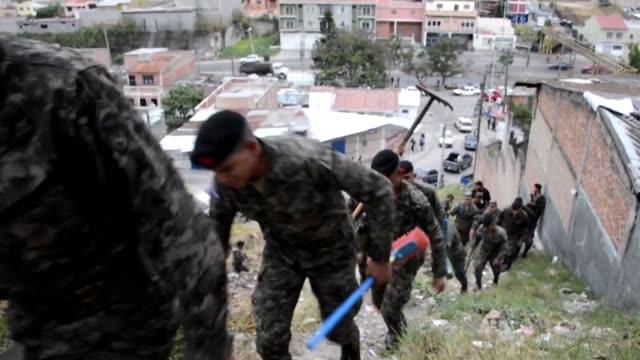 miles de hondurenos provistos de elementos de limpieza recorrieron este sabado ciudades y pueblos en una movilizacion nacional organizada por el... - virus zika video stock e b–roll