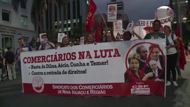 miles de manifestantes procedentes de varios sindicatos y movimientos de izquierda criticos con la presidenta rousseff marcharon este viernes en sao... - sindicatos stock videos & royalty-free footage
