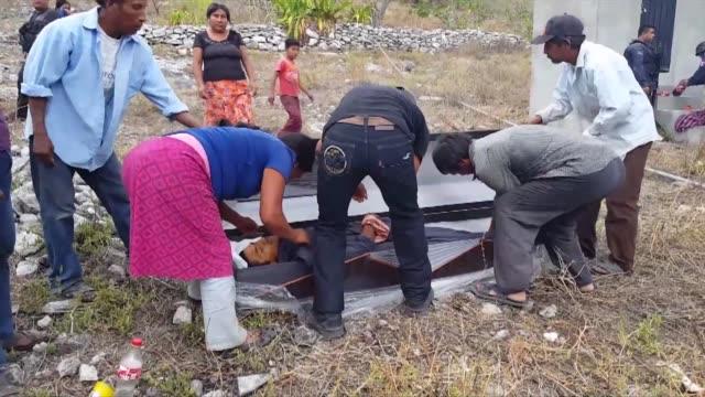 miles de mexicanos son desplazados a diario de sus hogares son las victimas invisibles de la violencia del narcotrafico en el pais - diario stock videos and b-roll footage