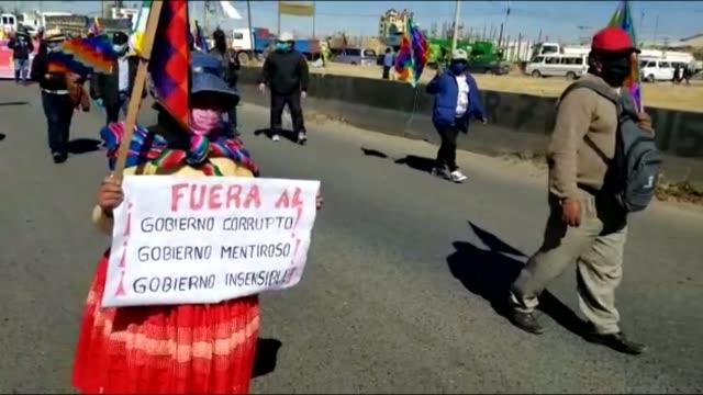 miles de mineros e indígenas afines al expresidente izquierdista evo morales marcharon el martes en la ciudad boliviana de el alto, vecina a la paz,... - früherer stock-videos und b-roll-filmmaterial