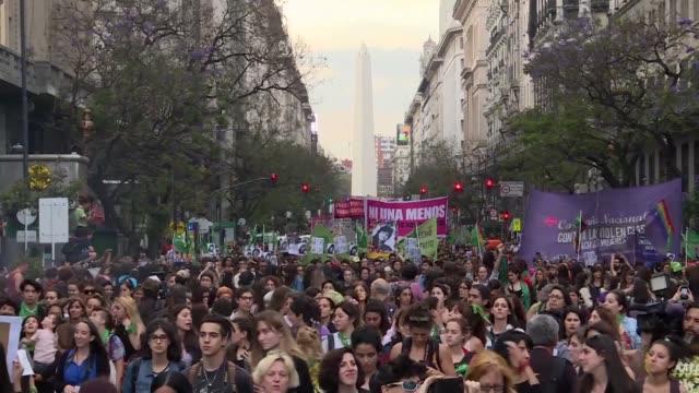 miles de mujeres marcharon el miercoles en argentina para repudiar la absolucion de dos hombres acusados de drogar violar y matar a la adolescente de... - hombres stock videos & royalty-free footage
