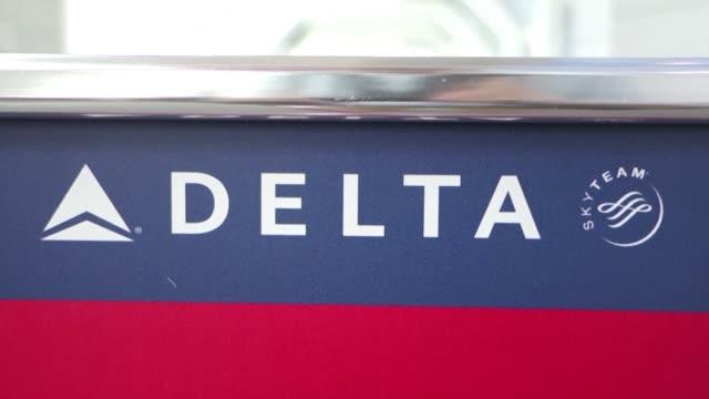 Miles de pasajeros que viajaban el lunes con Delta Airlines se quedaron varados en aeropuertos de todo el mundo por horas debido a un fallo...