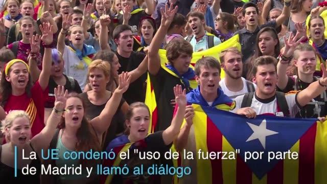 vídeos de stock e filmes b-roll de miles de personas marcharon el lunes en barcelona y otras ciudades de cataluna para denunciar la violencia policial y en defensa del referendum de... - civil
