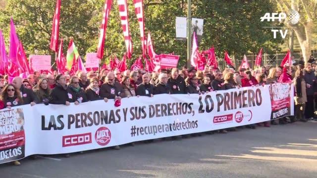 miles de personas marcharon en madrid para demandar al gobierno mejoras salariales menor precariedad laboral y proteccion a las pensiones cuando se... - sindicatos stock videos & royalty-free footage