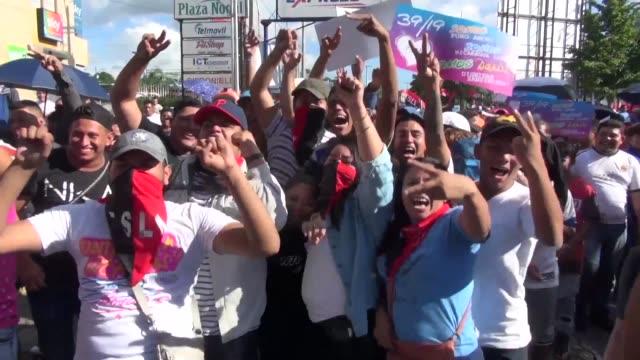 miles de personas marcharon este miercoles en managua para apoyar al presidente daniel ortega muy cuestionado por la represion a las protestas que... - managua stock videos & royalty-free footage
