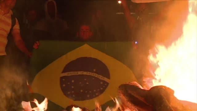 miles de personas prometen marchar nuevamente por las calles de brasil tras la mayor protesta en dos decadas ocurrida el lunes contra los gastos... - sportweltmeisterschaft stock-videos und b-roll-filmmaterial
