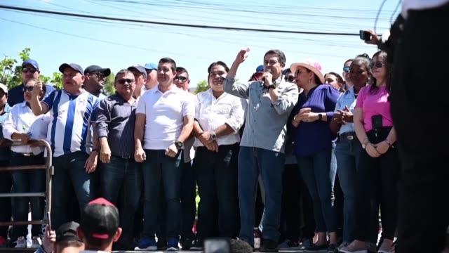 vídeos y material grabado en eventos de stock de miles de simpatizantes del gobierno marcharon el domingo en la capital hondurena en respaldo del presidente juan orlando hernandez luego este fuera... - ee.uu