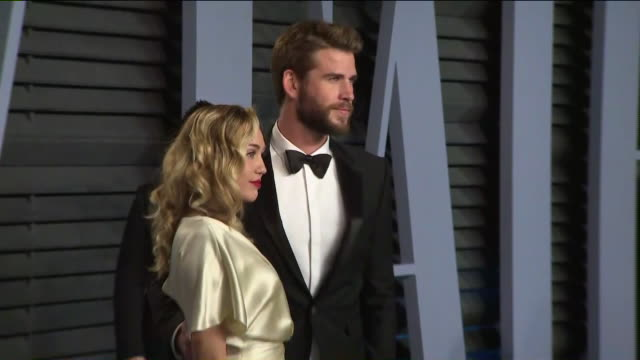 ktla miley cyrus and liam hemsworth at the 2018 vanity fair oscar party - vanity fair oscar party stock videos & royalty-free footage