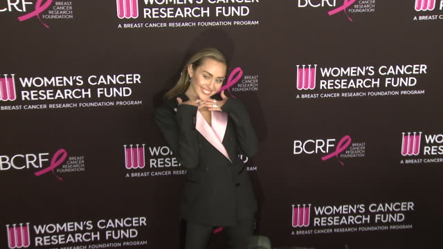 """miley cyrus at wcrf's """"an unforgettable evening"""" at the beverly wilshire four seasons hotel on february 28, 2019 in beverly hills, california. - フォーシーズンズホテル点の映像素材/bロール"""
