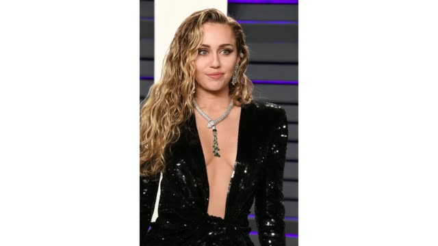 miley cyrus attends 2019 vanity fair oscar party hosted by radhika jones at wallis annenberg center for the performing arts on february 24, 2019 in... - vanity stock videos & royalty-free footage