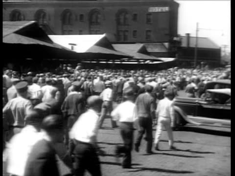 militant truck drivers seeking to prevent the movement of produce and building materials battle with police trying to break up their mass meetings /... - 1934 bildbanksvideor och videomaterial från bakom kulisserna