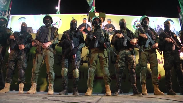 militants from the armed wings of the hamas and islamic jihad movements on thursday held a commemoration for seven palestinian militants who were... - militante gruppe stock-videos und b-roll-filmmaterial