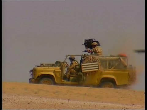 vídeos y material grabado en eventos de stock de british / us forces; itn kuwait ext ground to air british military helicopter flying over dicisional headquarters base near iraqi border pull out lms... - robin day