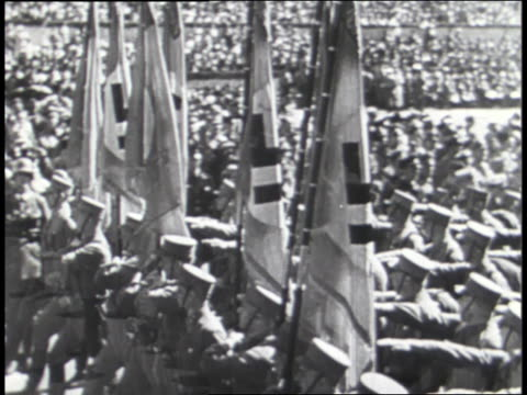 a military band beats drums while goose-stepping nazi soldiers march in a parade. - ナチズム点の映像素材/bロール