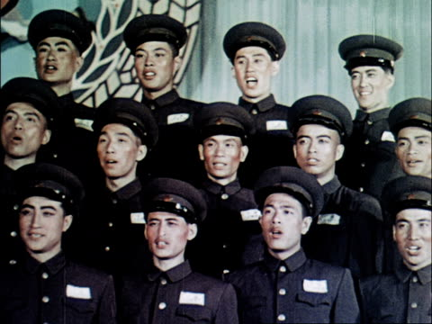 vidéos et rushes de a military choir performs - choeur