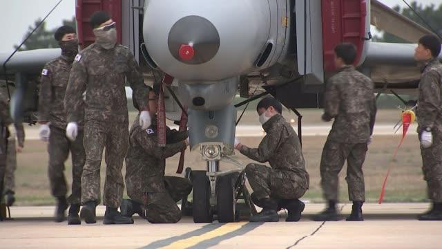 us military exercises in region as tensions increase north korea us military exercises in region as tensions increase south korea gunsan airport... - esercitazione militare video stock e b–roll