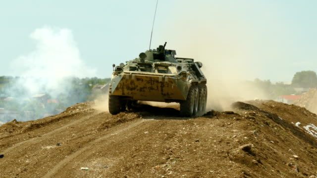 軍事演習 - 歩兵戦闘車 - 戦車点の映像素材/bロール