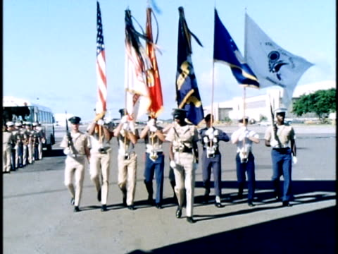 military honor guard and flag bearers marching at ceremony at hickam air force base for newlyarrived remains of dead soldier from vietnam war/... - 近衛兵点の映像素材/bロール